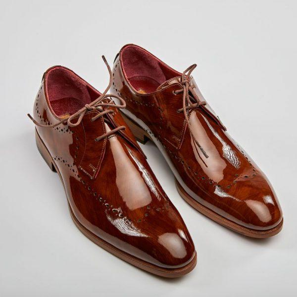 Pantofi derby wingtip maro lăcuiți