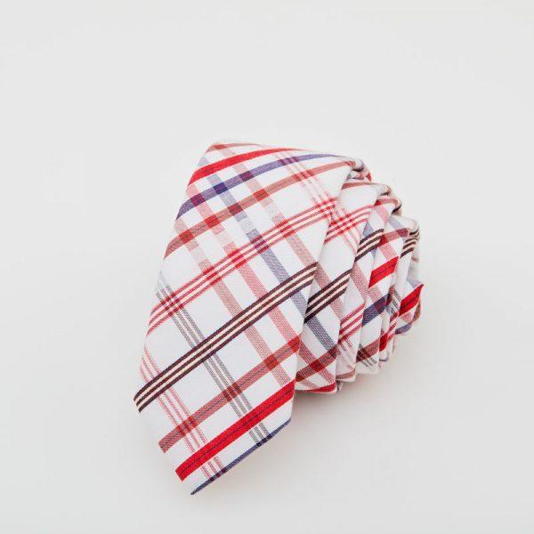 Cravată albă cu dungi grena