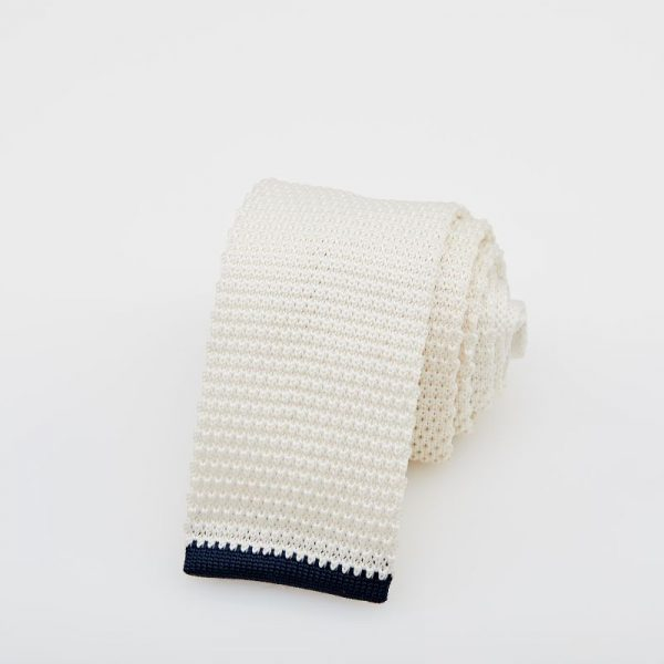 Cravată albă croșetată