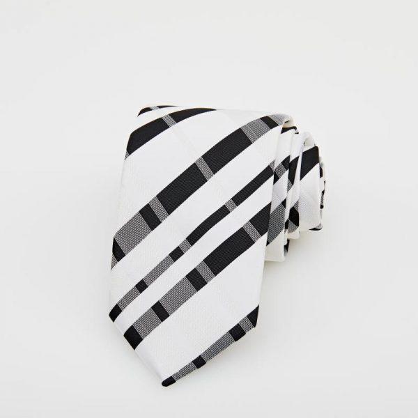 Cravată albă cu motive geometrice negre